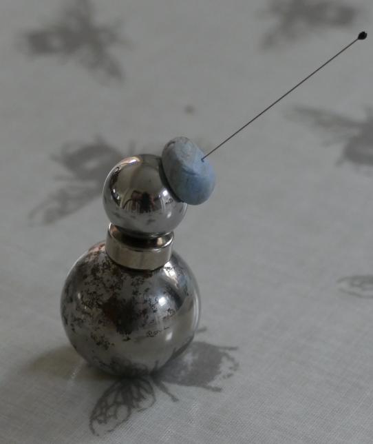 ball bearing and magnet specimen holder.PNG